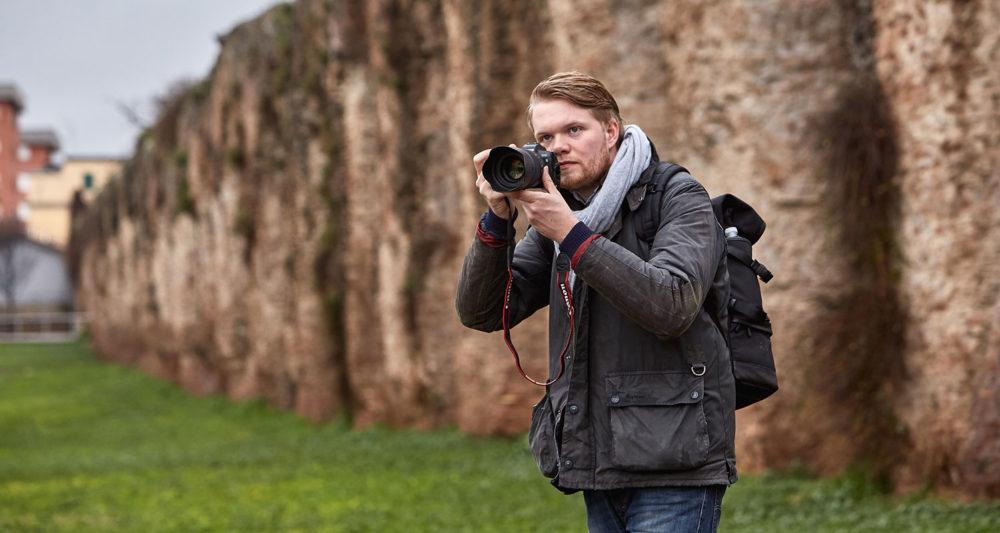 "Jan Düfelsiek fotografiert in der TV-Sendung ""Master of Photography"". Foto: Sky"